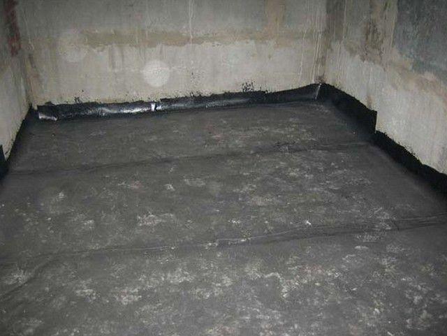 Кейде, ылғалды топырақтармен еден бетінің қосымша гидроизоляциясы қажет болады.