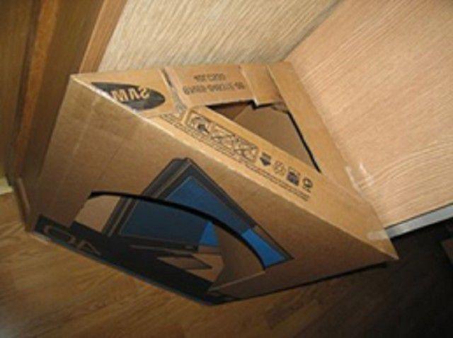 Karton base for hjørne pejs