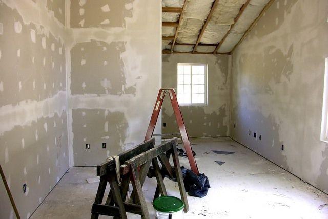 Travailler avec des murs en plâtre à faire des murs