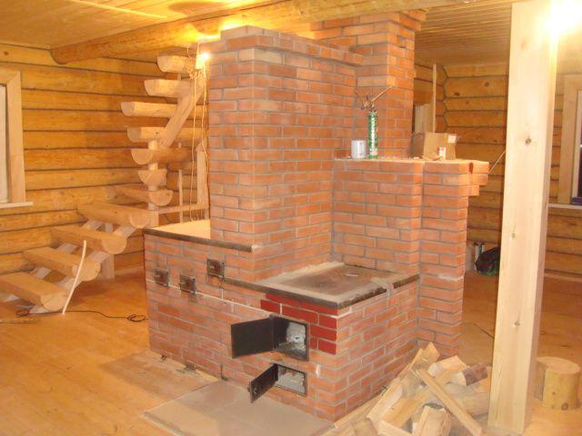 Casa de madera y horno de ladrillos: satélites inclusivos durante muchos siglos.