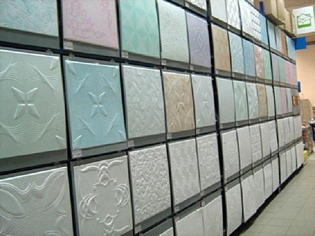 Предлагаемый в продаже ассортимент пенополистирольных потолочных плиток – очень широк и разнообразен