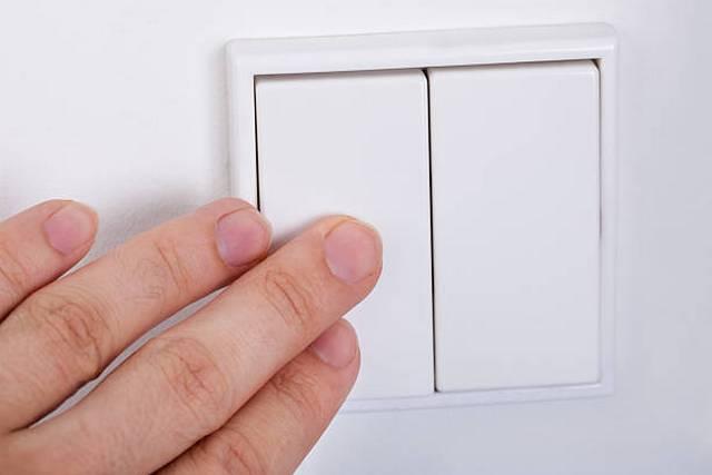 İki tuşla anahtarlar, oda aydınlatma kontrol sisteminin rahatlığını önemli ölçüde artırmayı, kurulum çalışmalarını basitleştirmeyi mümkün kılar.