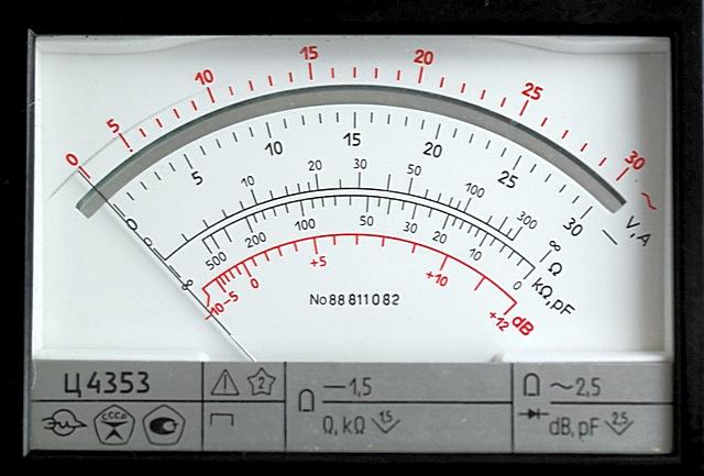 «Дисплей» бірден танымал мультиметрлік C4353. Бір жебе және көптеген таразылар, оның басы оны анықтау оңай емес.