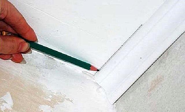 Markup Line för den första sockeln fäst på hörnet.