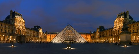 I.M. Pei's glass pyramid in the Cour Napoléon. © commons.wikipedia.org