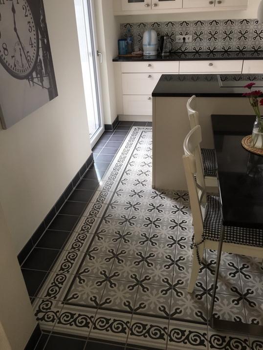 1900 basalto unifliese dekor fliesen küche