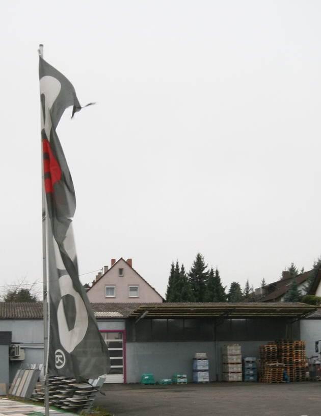 Firma Struckmeier Außenansicht Fahnen Hof Bad Kreuznach Fliesen Großhandel LKW