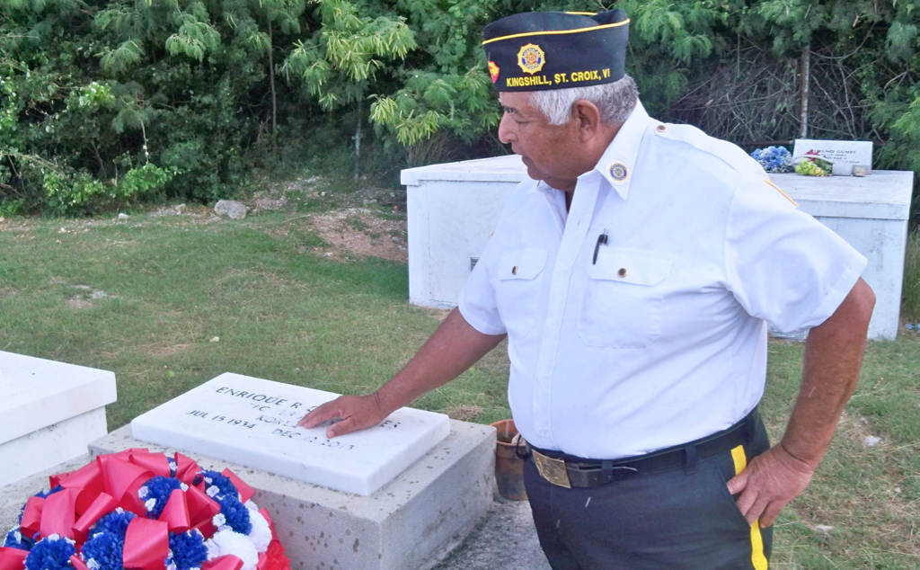 Volunteers honor those who served in the military