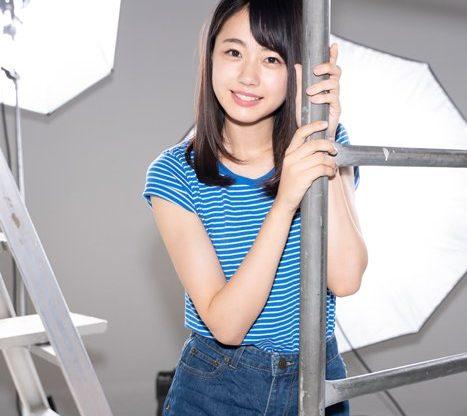 【AKB48私服サプライズ】STU48 瀧野由美子 ブルーでまとめたさわやかなコーデに、ちぐはぐな靴下で遊びをプラス!