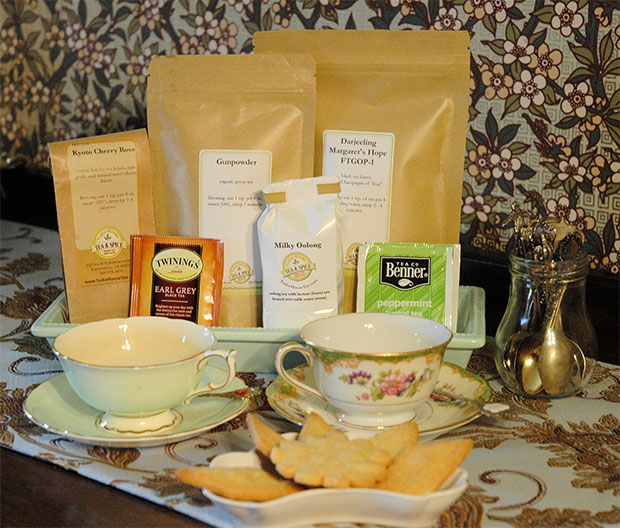 Assorted-Loose-and-Bagged-Teas-with-shortbread