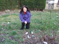Karen Bruce with litter on grass verges in Carlton