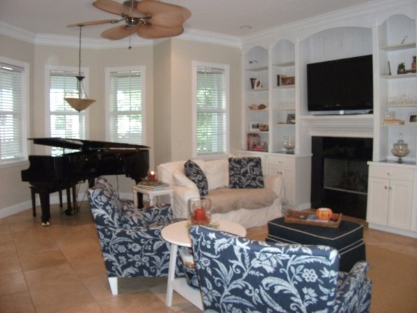 Living Room of Snug Harbor West home for sale