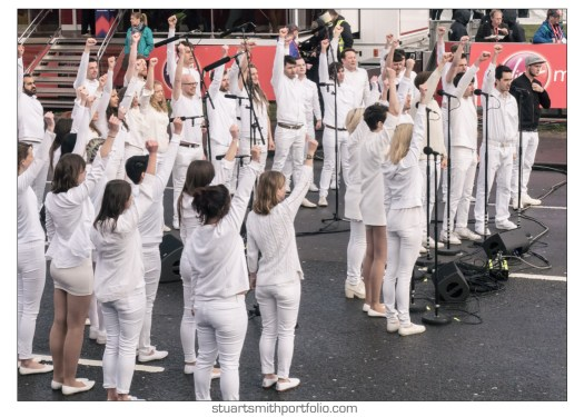 London Marathon Pictures - Choir performing