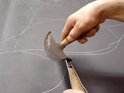 Stübben: cutting the saddle leather