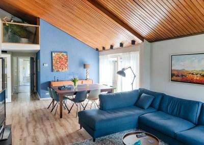Kleurrijke woning met een blauw accent