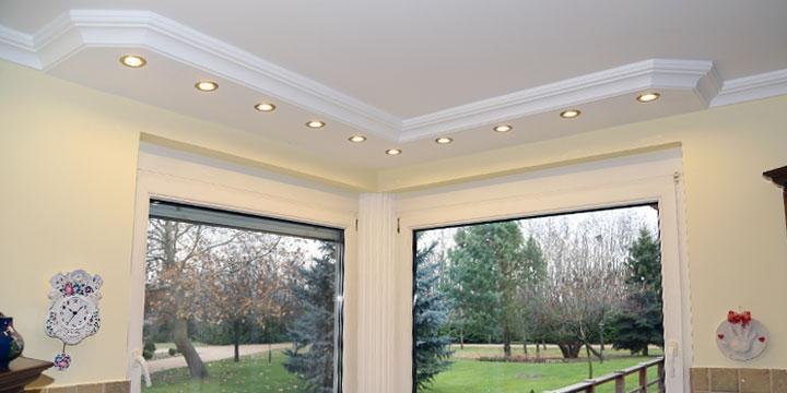 LED Spot Beleuchtung mit Styropor Zierleisten