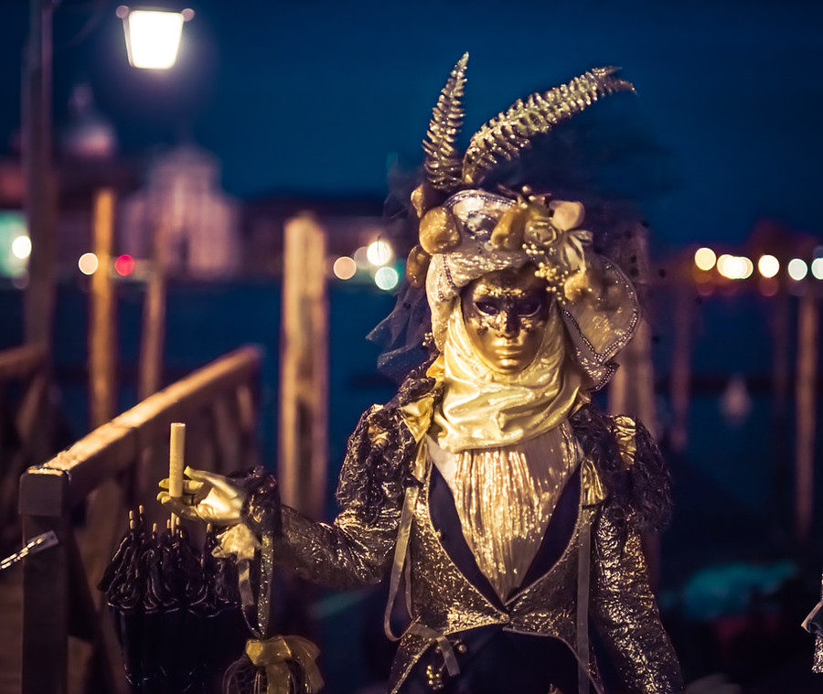 Venice Carnivale in front of the Vaporettos – Stuck in Customs