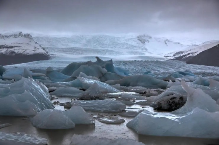 Icebergs in the glacial lagoon.
