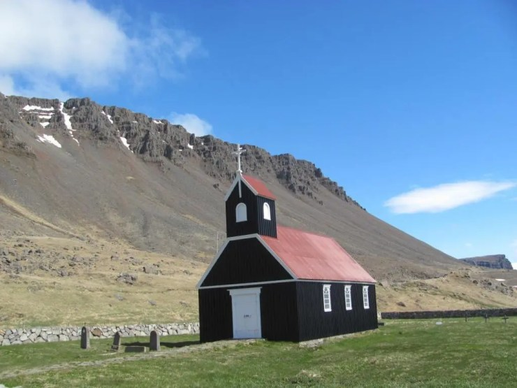 Church at Raudisandur beach.