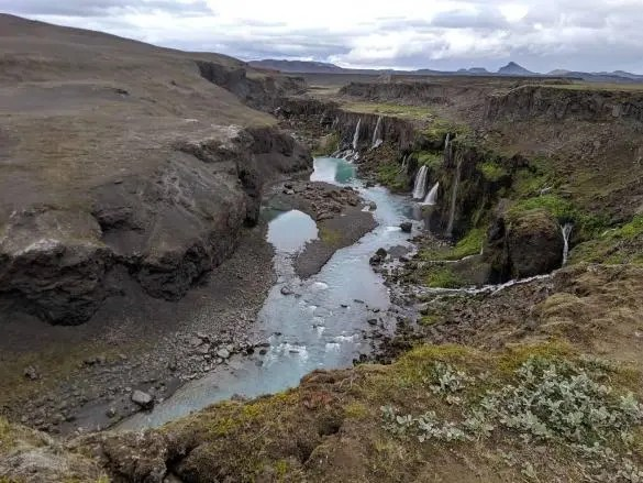 The star of the ultimate Iceland highland tour is the beautiful Sigoldugljufur canyon.