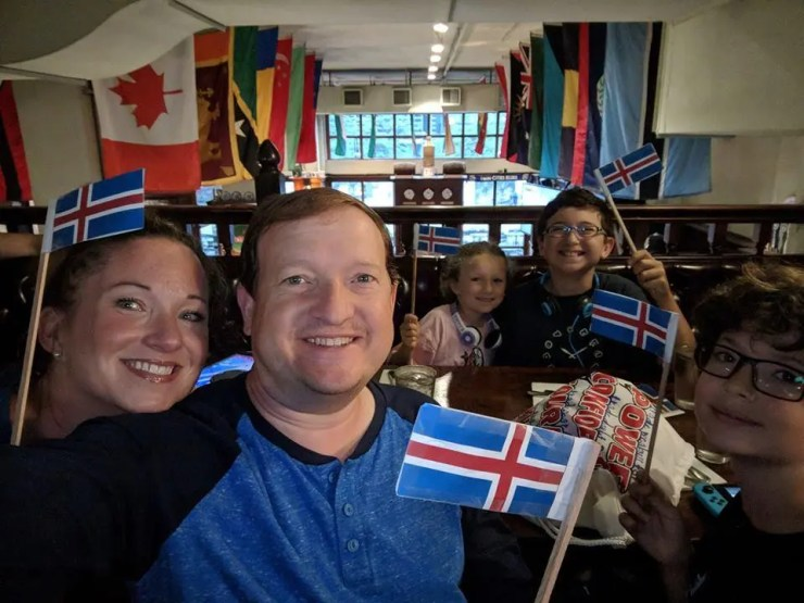 Family with Icelandic flags