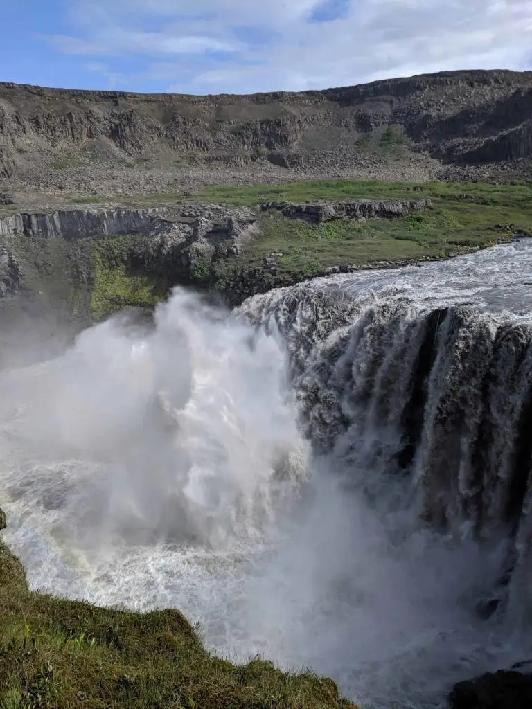 Water sprays in the Hafragilsfoss waterfall