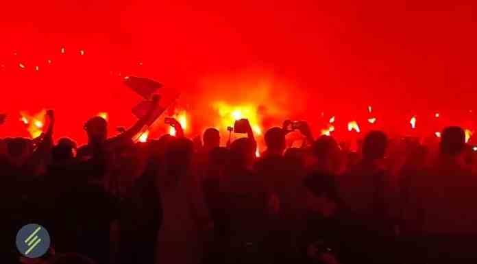 """Ультрас """"Металлиста"""" устроили пиро-шоу в поддержку клуба (ВИДЕО)"""