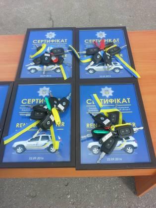 Полицейским прифронтовых областей передали внедорожники Renault Duster 2