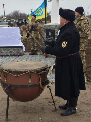 Возле админграницы с Крымом открыли памятник погибшим за Украину крымчанам 6