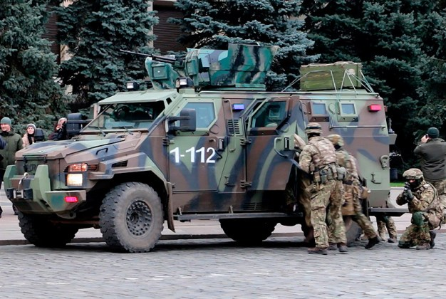 "В Харькове силовики провели ""освобождение"" ОГА 12"