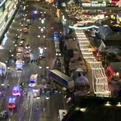 Грузовой автомобиль протаранил рождественскую ярмарку в Берлине (ОБНОВЛЕНО) 5