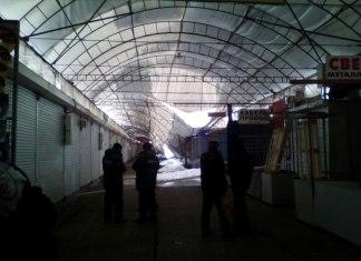 """Из-за обильных снегопадов, над одним из рядов рынка """"Барабашово"""" обвалился навес 1"""