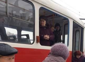 Мужчина выпал из окна харьковского трамвая 6