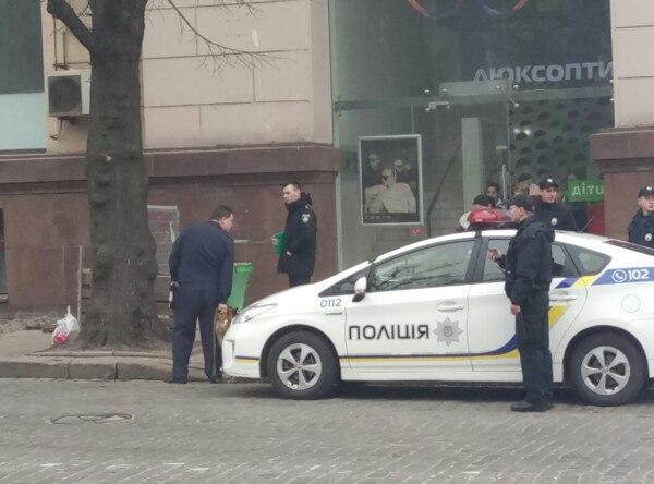 В Харькове из-за недоеденной булки перекрыли часть центральной улицы