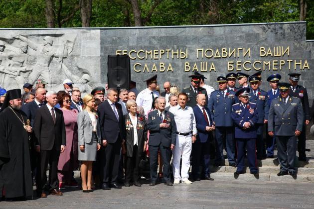 В Харькове состоялось возложение цветов по случаю Дня памяти и примирения 1