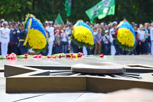 В Харькове состоялось возложение цветов по случаю Дня памяти и примирения 2