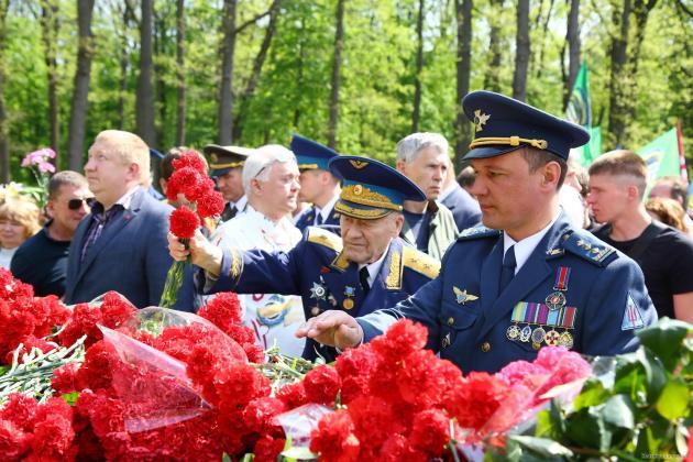 В Харькове состоялось возложение цветов по случаю Дня памяти и примирения 3
