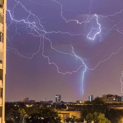Ночная гроза в Харькове: жители делятся эффектными фото бушевавшей стихии 8