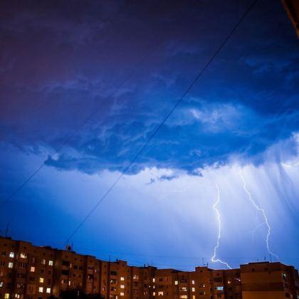 Ночная гроза в Харькове: жители делятся эффектными фото бушевавшей стихии 11