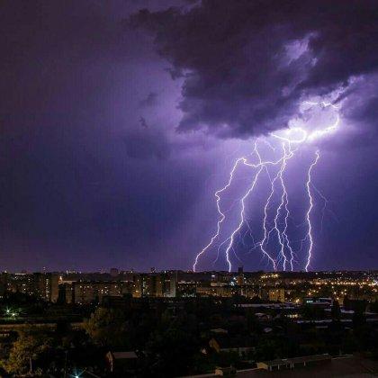 Ночная гроза в Харькове: жители делятся эффектными фото бушевавшей стихии 7