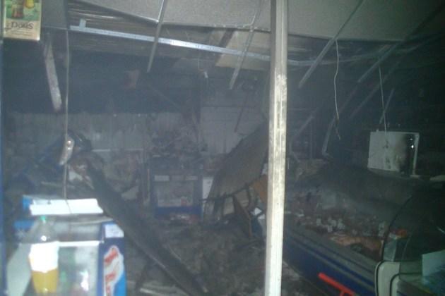 За выходные в Харькове подожгли магазин и аптеку 4