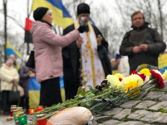 В Харькове состоялось траурное шествие памяти жертв Голодомора 18