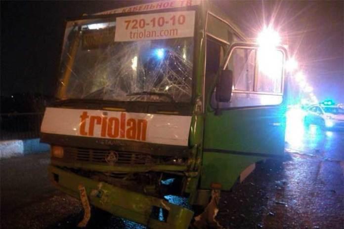 В результате столкновения двух автобусов в Харькове пострадали 11 человек 1