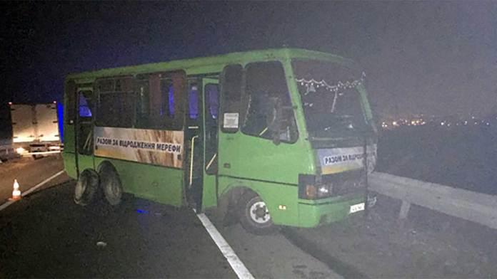 В Харькове столкнулись BMW и автобус - водитель иномарки погиб 1