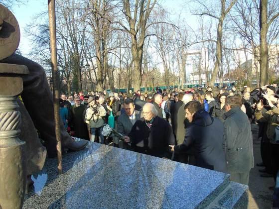 В Харькове открыли памятник Петру Гулаку-Артемовскому 4