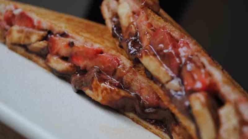 banana nutella strawberry toastie