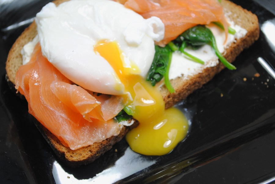 Low fat Salmon, spinach and poached egg breakfast recipe - 1