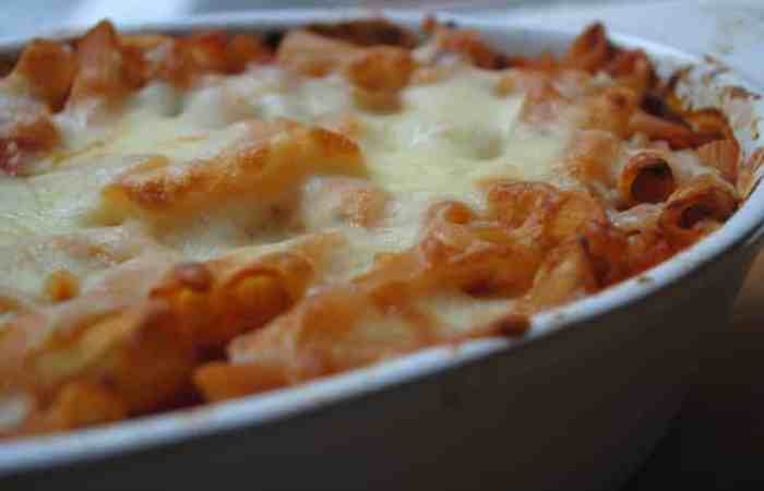 Ham, cheese and tomato pasta bake