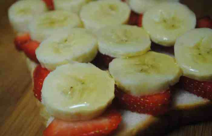 Banana and Strawberry open sandwich