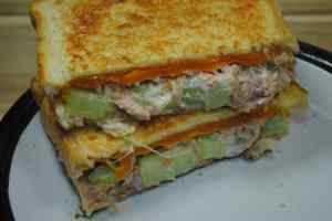 low-calorie-high-protein-tuna-melt-sandwhich-1